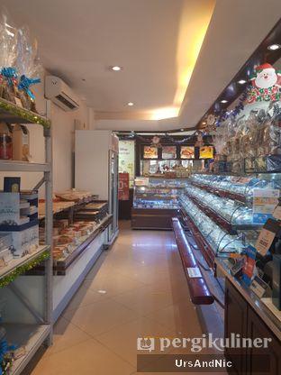 Foto review Holland Bakery oleh UrsAndNic  3