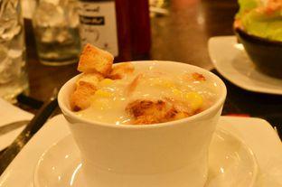 Foto 3 - Makanan(Soup Of The Day (IDR 14k) ) di Pizza Hut oleh Renodaneswara @caesarinodswr