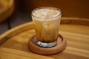 Foto 3 - Makanan(Caramel Macchiato) di Makmur Jaya Coffee Roaster oleh Fadhlur Rohman