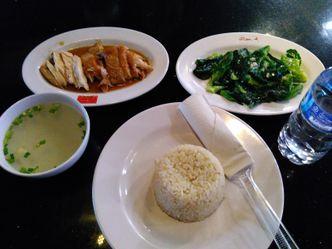 Foto Makanan di Singapore Hainanese Chicken Rice