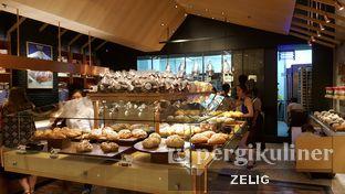 Foto 4 - Interior di Francis Artisan Bakery oleh @teddyzelig