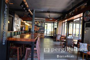 Foto 8 - Interior di Angel In Us Coffee oleh Darsehsri Handayani