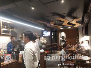 Foto 3 - Interior di MacKenzie Coffee oleh Prita Hayuning Dias