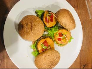 Foto 1 - Makanan di Burgreens Express oleh Metha Loviana