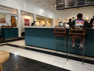 Foto 4 - Interior di Anomali Coffee oleh Eunice