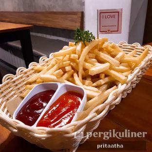 Foto 2 - Makanan(Xl french fries) di De Mandailing Cafe N Eatery oleh Prita Hayuning Dias