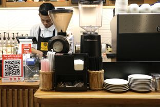 Foto 6 - Interior di MacKenzie Coffee oleh Mola Hidratinum