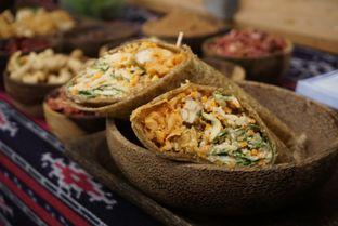 Foto 7 - Makanan(Salad Wrap) di Burgreens Express oleh Elvira Sutanto