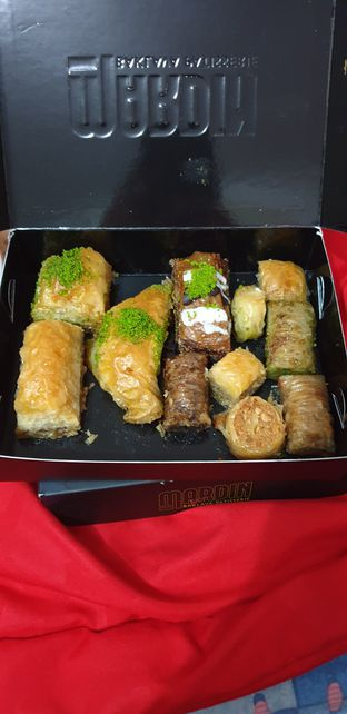 Foto 6 - Makanan di Mardin Baklava Patisserie oleh Astri Arf