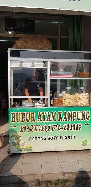 Foto 1 - Interior di Bubur Ayam Kampung Nyemplung oleh Meri @kamuskenyang