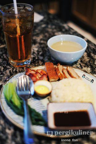 Foto 8 - Makanan(Hainan Rice with BBQ Combination - IDR 65 K ++) di Lamian Palace oleh Irene Stefannie @_irenefanderland
