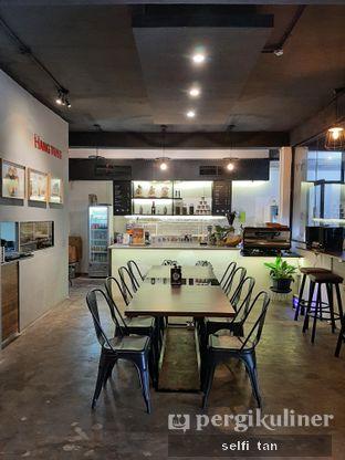 Foto 6 - Interior di Hang Tuah GO! Kopi & Toastery oleh Selfi Tan