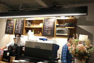 Foto 16 - Interior di MacKenzie Coffee oleh Mola Hidratinum
