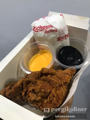 Foto 5 - Makanan di Richeese Factory oleh bataLKurus