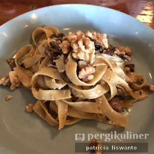 Foto - Makanan(Mushroom Walnut Tagliatelle) di The Goods Diner oleh Patsyy