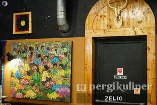 Foto 8 - Interior di Giyanti Coffee Roastery oleh @teddyzelig