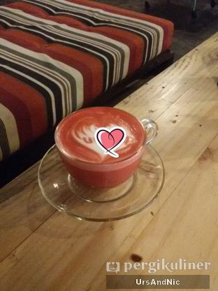 Foto 1 - Makanan(Redvelvet latte) di Journey Coffee oleh UrsAndNic