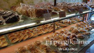 Foto 10 - Interior di Loti Loti Bakery oleh UrsAndNic