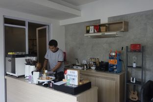 Foto 8 - Interior di Khayal Coffee Studio oleh yudistira ishak abrar