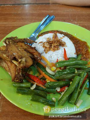 Foto 2 - Makanan di Nasi Uduk Ibu Jum oleh Jakartarandomeats