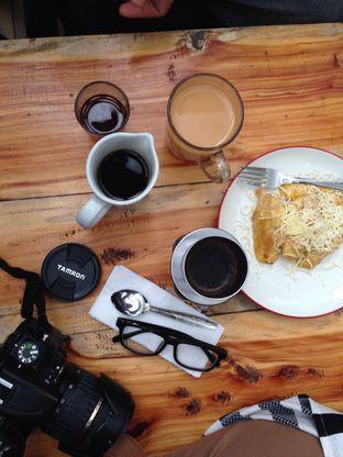 Foto 3 - Makanan(VDrip, V60 Arabica, and Fried Banana) di Armor Kopi oleh Syahrina Pahlevi @gravityaroundme