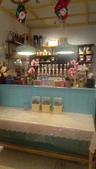 Foto 10 - Interior di Garage Cafe oleh duocicip