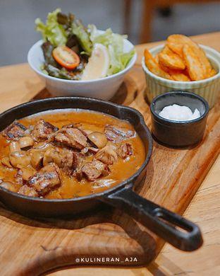 Foto 1 - Makanan(Fillet Mignon on Skillet) di Bellamie Boulangerie oleh @kulineran_aja