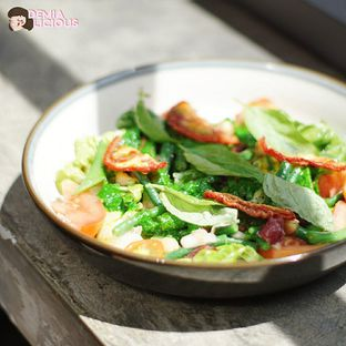 Foto 4 - Makanan(Mediterranian Salad) di Common Grounds oleh @demialicious
