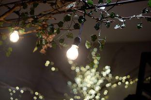 Foto 10 - Interior di Foodsomnia oleh Deasy Lim