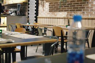 Foto 1 - Interior di Uncle Tjhin Bistro oleh Verdi Danutirto