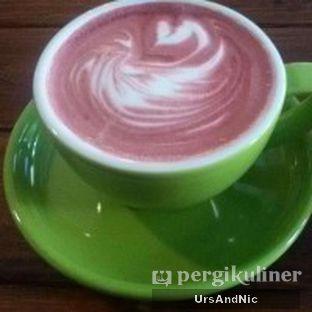 Foto 1 - Makanan(Redvelvet latte) di Retorika Coffee oleh UrsAndNic