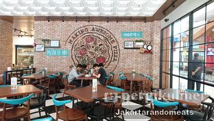 Foto 6 - Interior di The Kitchen by Pizza Hut oleh Jakartarandomeats