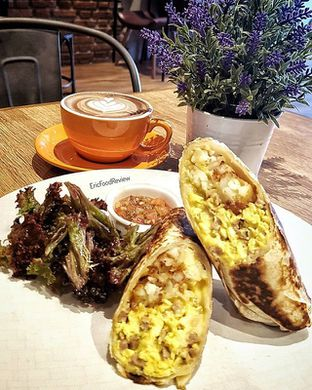Foto - Makanan(Breakfast Burrito) di Dancing Goat Coffee Co. oleh Eric  @ericfoodreview