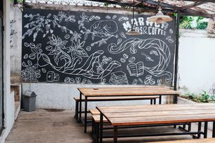Foto 8 - Interior di Maraca Books and Coffee oleh Indra Mulia