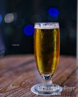 Foto 5 - Makanan(Beer (Glass)) di Karumba Rooftop Rum Bar oleh @teddyzelig