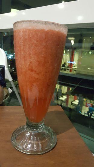 Foto 5 - Makanan(Jus strawberry) di Eastern Restaurant oleh zelda