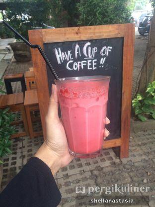 Foto 1 - Makanan(Iced Red Velvet) di Kocil oleh Shella Anastasia