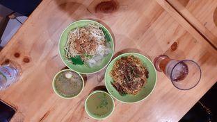 Foto 3 - Makanan(Bakmi Balado Vegetarian) di Vegetarian Bakmie Garing H-P (Hot Pedas) oleh Yulia