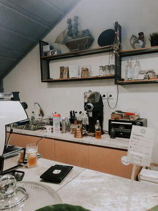 Foto 6 - Interior di Emmetropia Coffee oleh deasy foodie