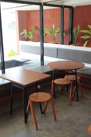 Foto 13 - Interior di Routine Coffee & Eatery oleh Prido ZH