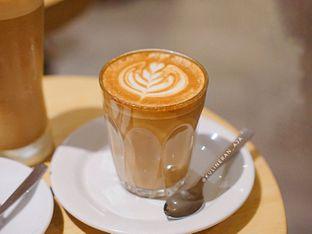 Foto 1 - Makanan(Hot Latte) di Yumaju Coffee oleh @kulineran_aja