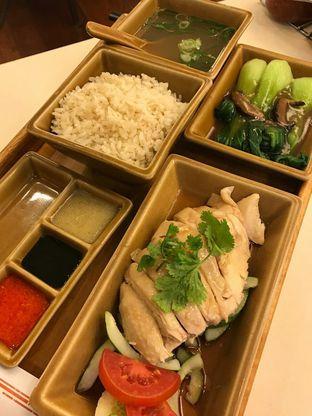 Foto 6 - Makanan(Famous hainanese chicken rice set) di Chatter Box oleh Jocelin Muliawan