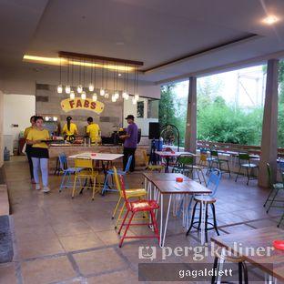 Foto 6 - Interior di Warung Taman Fabs oleh GAGALDIETT