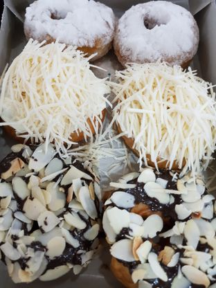 Foto 3 - Makanan di Ivy Donuts oleh Amrinayu