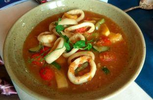 Foto 2 - Makanan(Lemon Glazed Calamari) di Eastern Opulence oleh Renodaneswara @caesarinodswr
