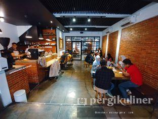 Foto 8 - Interior(Indoor dan Coffee Bar) di The CoffeeCompanion oleh Demen Melancong