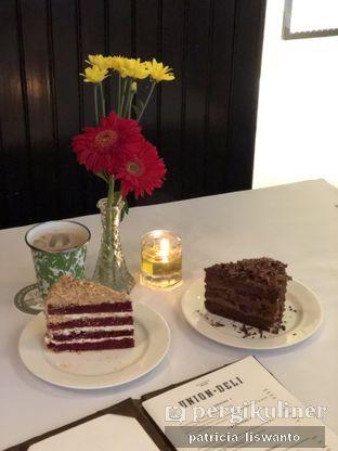 Foto 1 - Makanan(black forest & Red velvet) di Union Deli oleh Patsyy