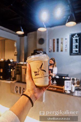 Foto 1 - Makanan(Caramel Latte) di Make it Happen! oleh Shella Anastasia