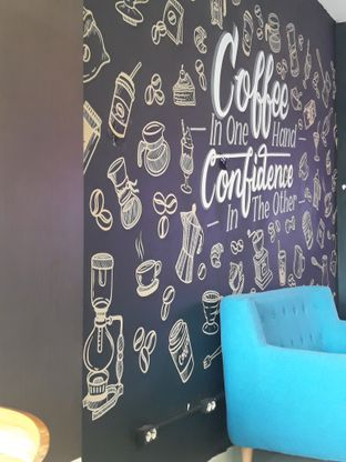 Foto 6 - Interior di Meet n Work Coffee & Eatery oleh Mouthgasm.jkt