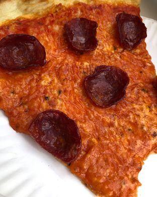 Foto 1 - Makanan(Pepperoni) di Pizzza Dealer oleh Claudia @grownnotborn.id